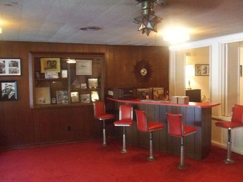 Elvis house den bar